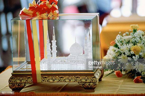Crystal Model Of The Sultan Salahuddin Abdul Aziz Shan Mosque In Malaysia It Is A Gift For The Queen Following Her Visit There