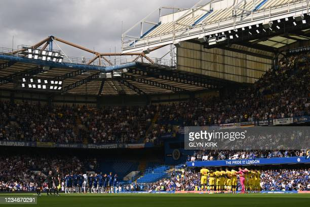 Crystal Palace and Chelsea players line up for a minute's silence for those who have passed away from Covid-19 ahead of the English Premier League...