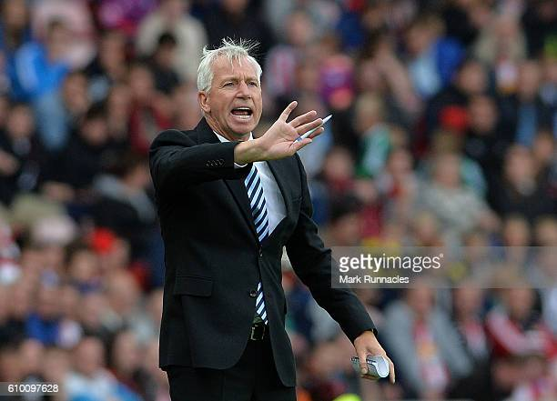 Crystal Palace manager Alan Pardew gestures from the sideline during the Premier League match between Sunderland FC and Crystal Palace FC at Stadium...