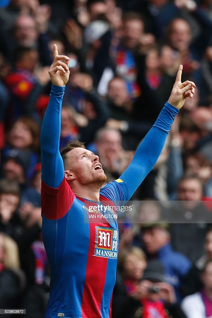 Crystal Palace's English striker Connor Wickham celebrates scoring their second goal to take the lead 2-1 during an FA Cup semi-final football match between Crystal Palace and Watford at Wembley Stadium in London on April 24, 2016. / AFP / Ian Kington / NOT