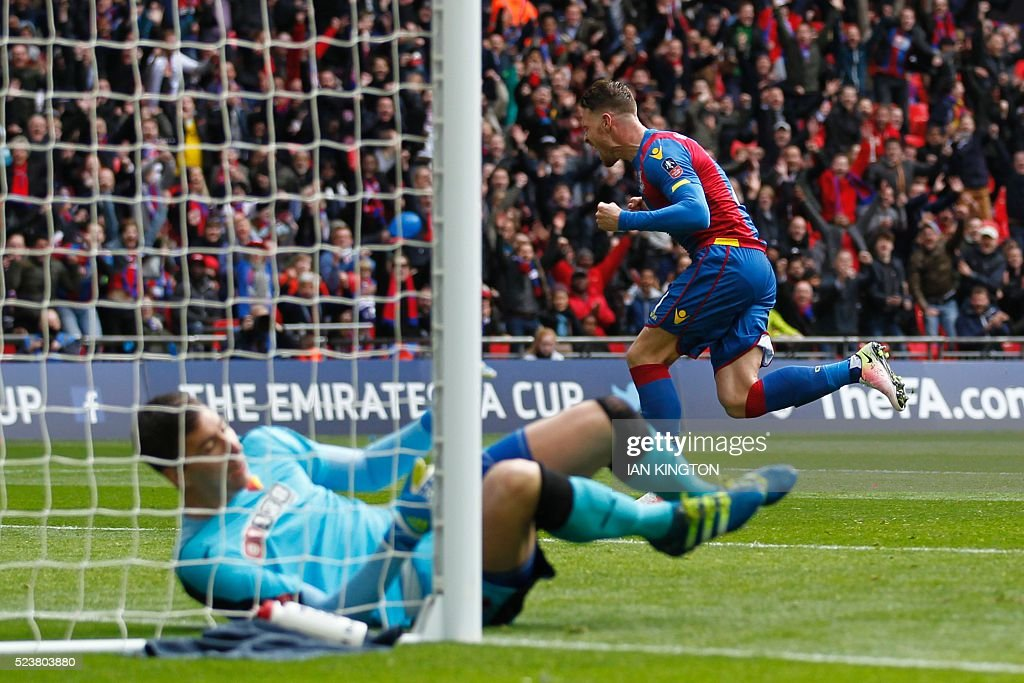 Crystal Palace's English striker Connor Wickham (R) celebrates scoring their second goal to take the lead 2-1 during an FA Cup semi-final football match between Crystal Palace and Watford at Wembley Stadium in London on April 24, 2016. / AFP / Ian Kington / NOT