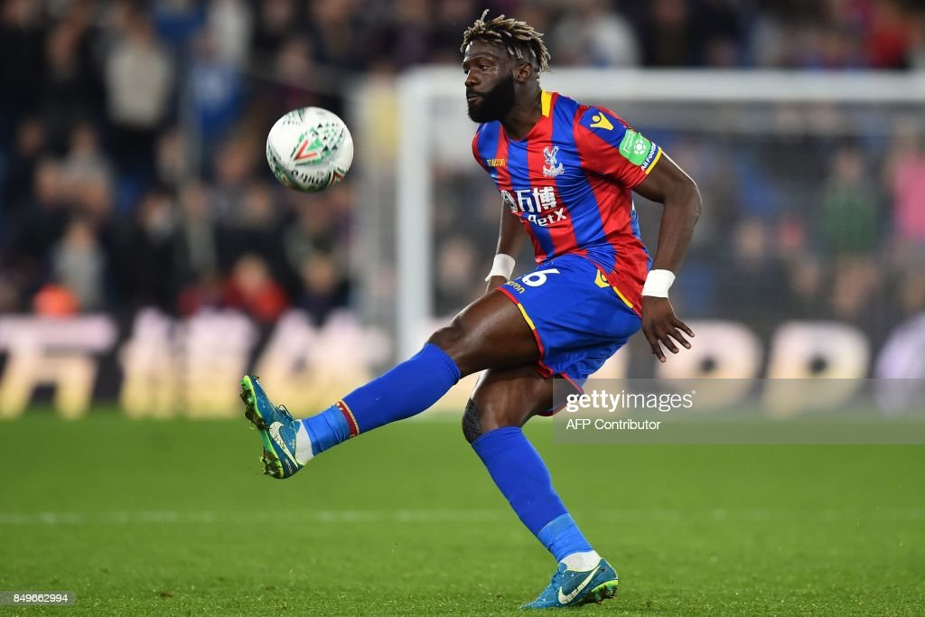 Crystal Palaces French-born Malian midfielder Bakary Sako controls the game during the English League Cup third round football match between Crystal Palace and Huddersfield Town at Selhurst Park in south London on September 19, 2017. / AFP PHOTO / Glyn KIRK / RESTRICTED TO EDITORIAL USE. No use with unauthorized audio, video, data, fixture lists, club/league logos or 'live' services. Online in-match use limited to 75 images, no video emulation. No use in betting, games or single club/league/player publications. /