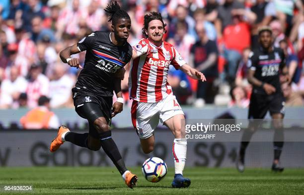 Crystal Palace's Ivorian striker Wilfried Zaha vies with Stoke City's Welsh midfielder Joe Allen during the English Premier League football match...