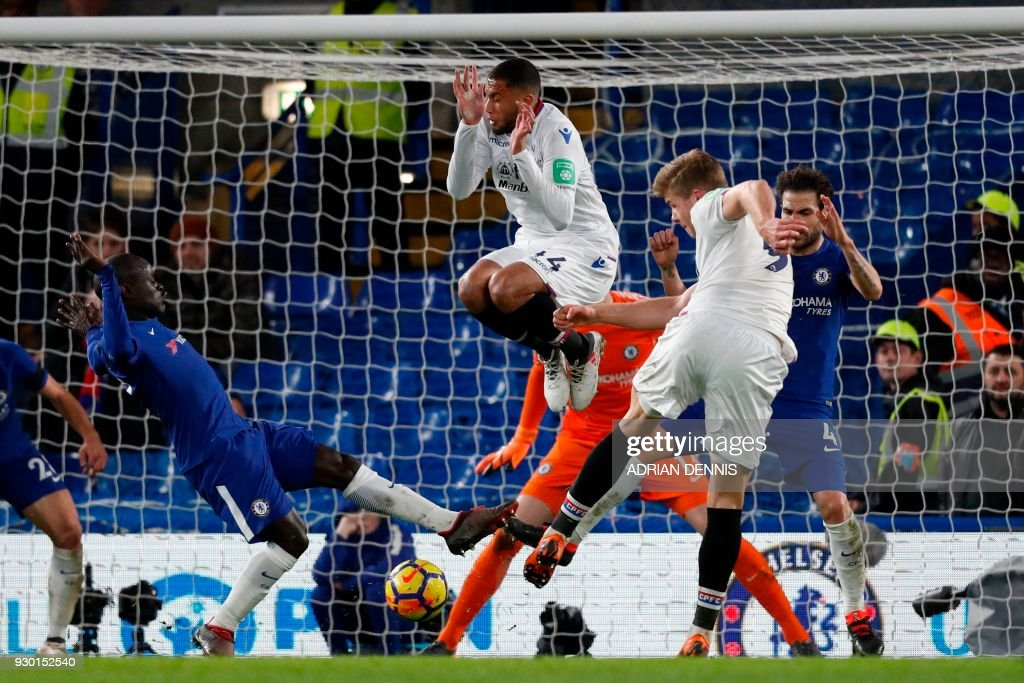 TOPSHOT - Crystal Palace's Norwegian striker Alexander Sorloth (2R) drills the ball into the net but the goal is disallowed during the English Premier League football match between Chelsea and Crystal Palace at Stamford Bridge in London on March 10, 2018. / AFP PHOTO / Adrian DENNIS / RESTRICTED TO EDITORIAL USE. No use with unauthorized audio, video, data, fixture lists, club/league logos or 'live' services. Online in-match use limited to 75 images, no video emulation. No use in betting, games or single club/league/player publications. /