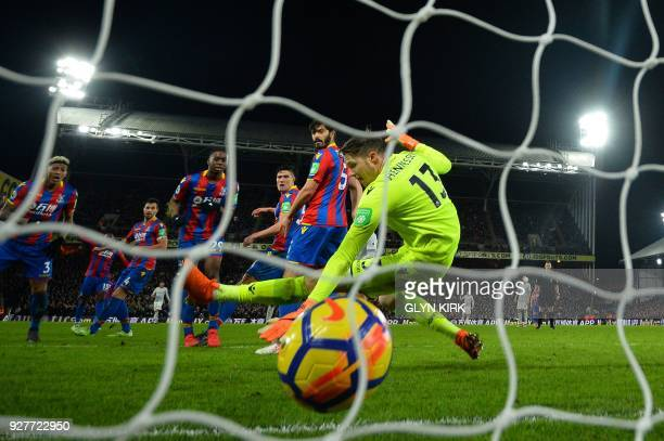 Crystal Palace's Welsh goalkeeper Wayne Hennessey fails to save a shot by Manchester United's Belgian striker Romelu Lukaku during the English...