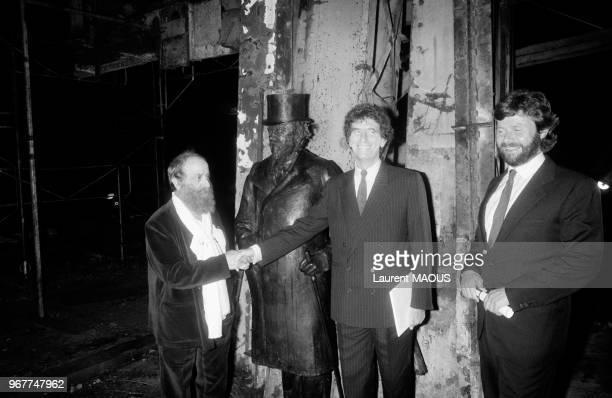 César Jack Lang et AlainDominique Perrin lors de l'inauguration de la Fondation Cartier pour l'Art contemporain le 20 octobre 1984 à JouyenJosas...