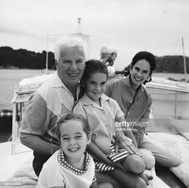 Côte d'Azur France Août 1956 Charlie CHAPLIN en villégiature dans la villa La Reine Jeanne avec son épouse Oona et leurs enfants Ici avec Joséphine...