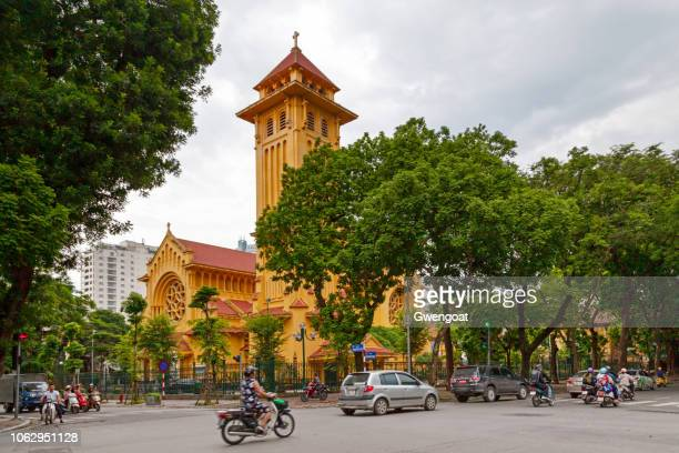 cua bac church in hanoi - gwengoat stock pictures, royalty-free photos & images