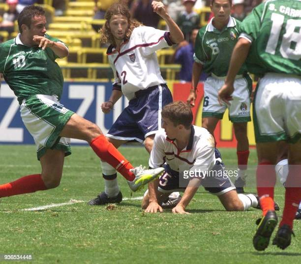 Cuauhtemoc Blanco of Mexico scores the golden goal to defeat the US 10 during their FIFA Confederation Cup semifinal match 01 August 1999 in Mexico...