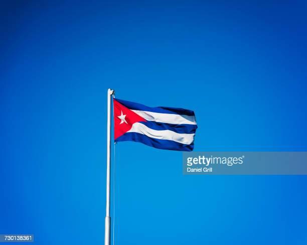 cuba, havana, cuban flag with blue sky - bandera cubana fotografías e imágenes de stock