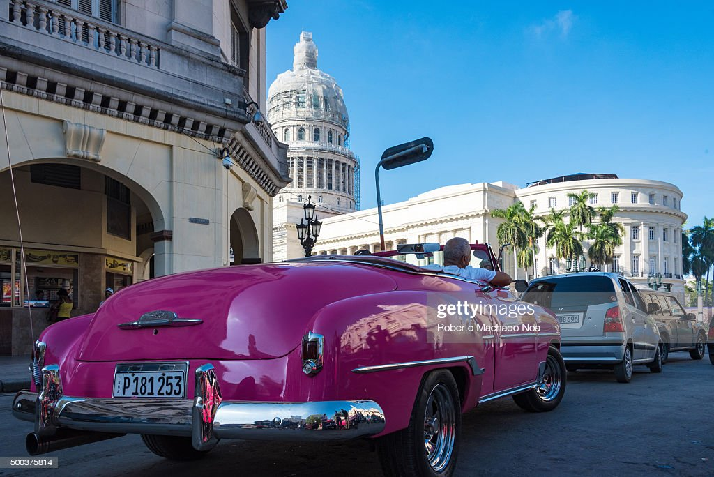 Cuba tourism: old vintage classic American cars in Havana ...