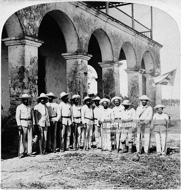 Cuba War of Independence 189598 Officers of General Gomez' Cuban army in Remedios Santa Clara Right the Cuban flag late 1898