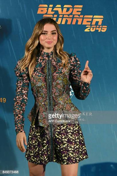 """Cuban actress Ana de Armas poses during the photocall of the film """"Blade Runner 2049"""" in Madrid on September 19, 2017. / AFP PHOTO / GABRIEL BOUYS"""