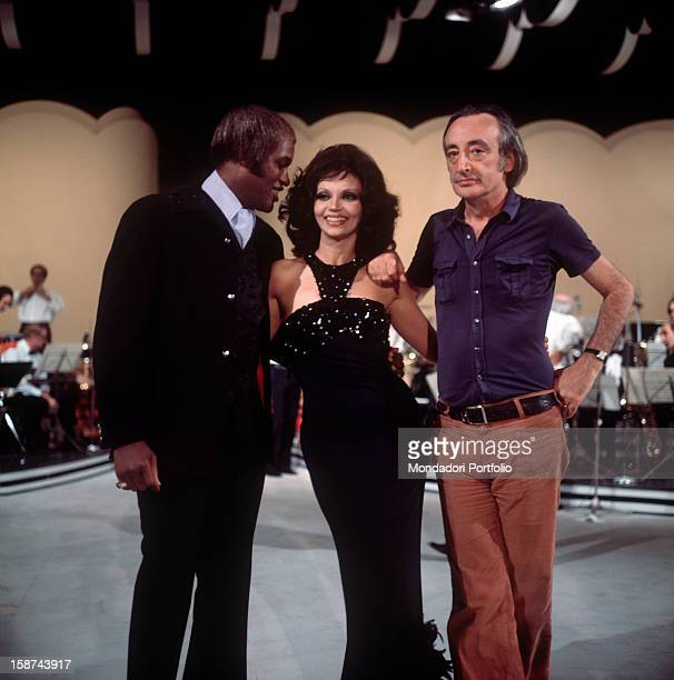 Cuban actress Chelo Alonso born Isabella Garcia presenter of the TV show E perché no photographed in middle of the studio together with the director...