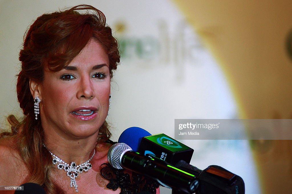Cuban Actress Liz Vega Grantes Press Conference In Mexico : News Photo