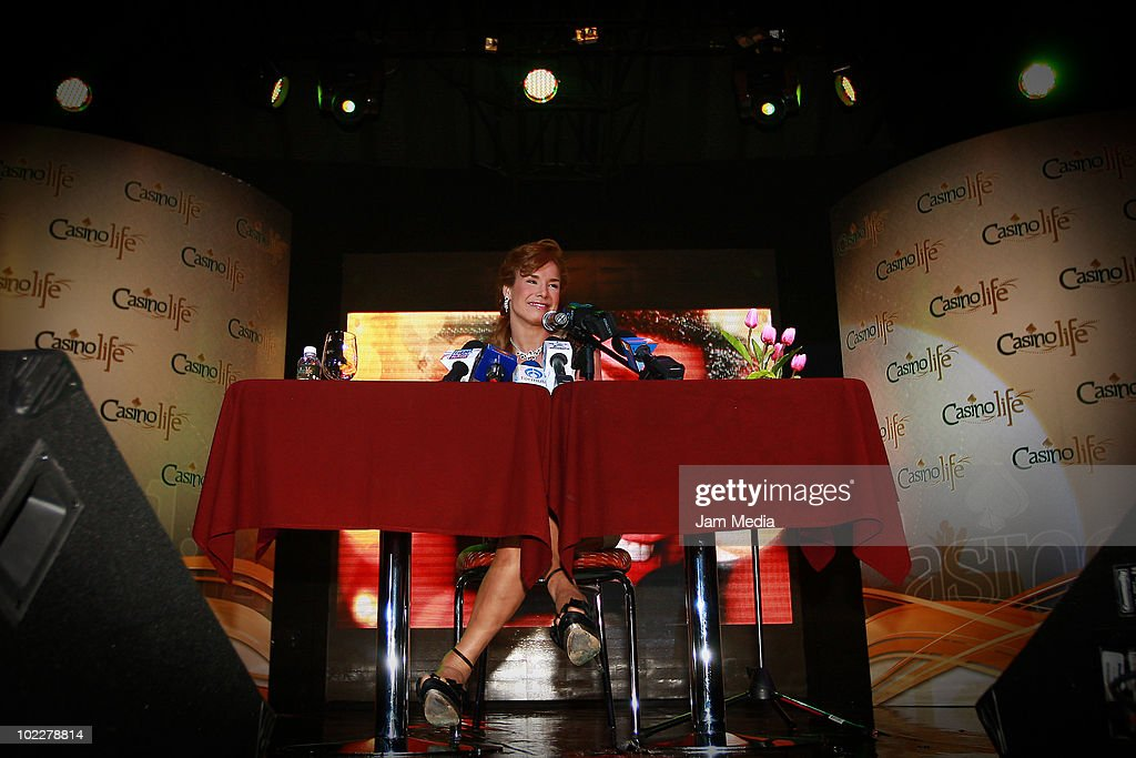 Cuban Actress Liz Vega Grantes Press Conference In Mexico : News Photo