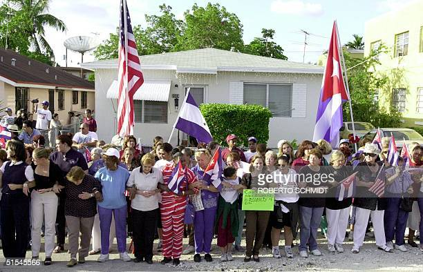 Cuban American women make a human chain around Elian Gonzalez's Miami relatives' home 06 April 2000 after they heard that negotiations between the...