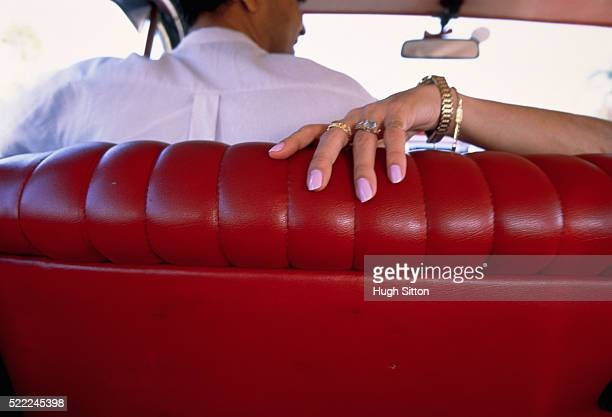 cuban couple in car - hugh sitton stock-fotos und bilder
