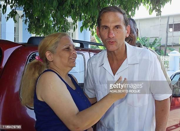 Cuban dissident Marta Beatriz Roque greets fellow dissident Rene Gomez Manzano after Manzano was released from prison 23 May 2000 in Havana La...