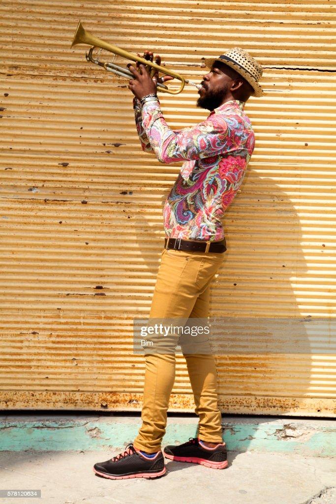 Cuban musician playing trumpet, Havana, Cuba : Stock-Foto