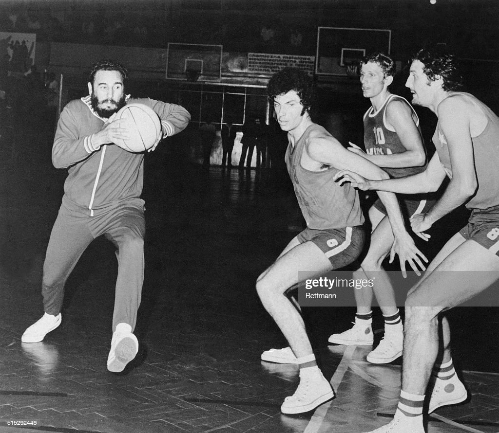 Fidel Castro Playing Basketball : News Photo