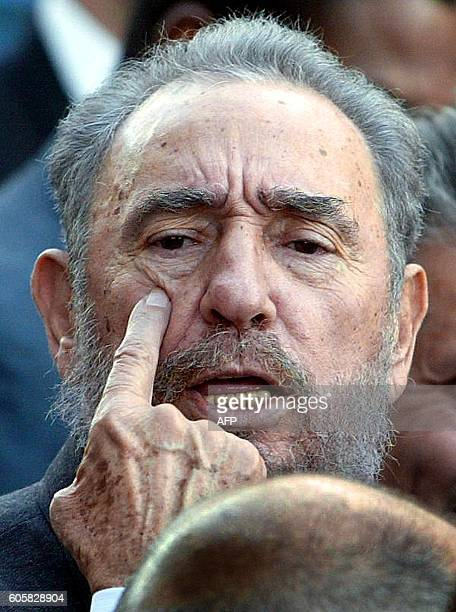 Cuban President Fidel Castro talks to reporters 26 May 2003 after a meeting with newlyinstalled Argentine President Néstor Kirchner at the government...