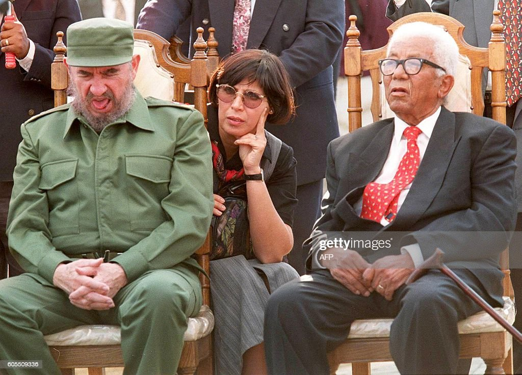 Cuban President Fidel Castro (L) yawns during speeches, 05 September, while seated beside Walter Sisulu (R), veteran of the African National Congress (ANC), at the Hector Peterson memorial in Soweto during the last leg of Castro's visit to South Africa. Woman (C) is unidentified / AFP / KAREL