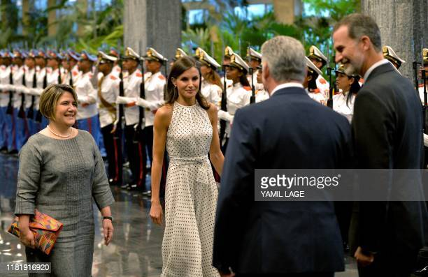 Cuban President Miguel DiazCanel his Wife Lis Cuesta Spain's King Felipe VI and his wife Queen Letizia attend a welcome ceremony at the Revolution...