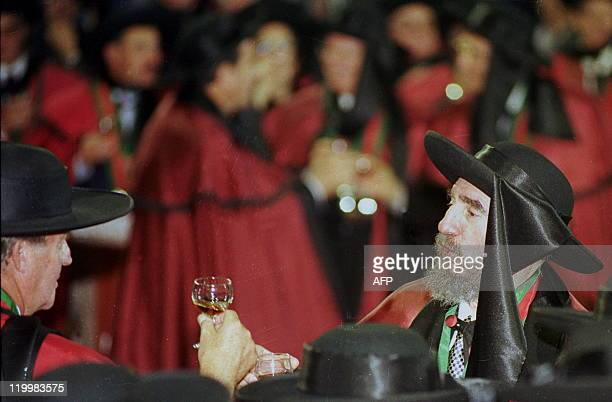 Cuban strongman Fidel Castro toasts with Spanish King Juan Carlos 17 October during a induction ceremony by the Port Wine Fraternity for the 19 heads...