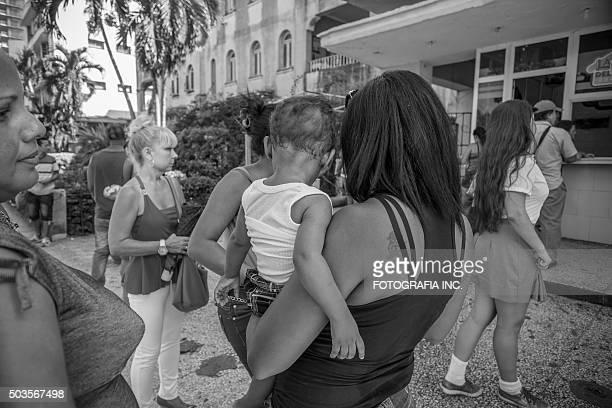 Kubanische Frauen auf den Straßen von Havanna
