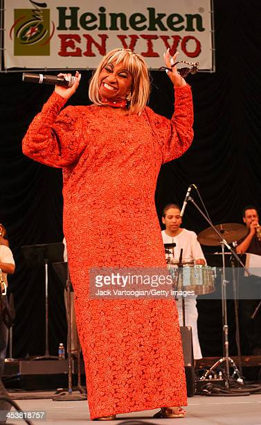 Salsa singer stock fotos und bilder getty images for Celia cruz madison square garden 2002