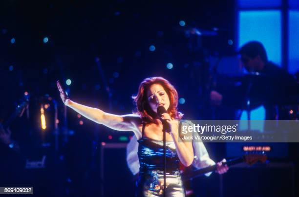 Cubanborn American Pop musician Gloria Estefan performs on stage during the 'Divas Live An Honors Concert for VH1 Save the Music' concert at the...