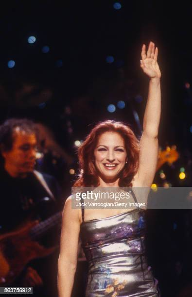 Cubanborn American Pop musician Gloria Estefan waves from the stage during the 'Divas Live An Honors Concert for VH1 Save the Music' concert at the...