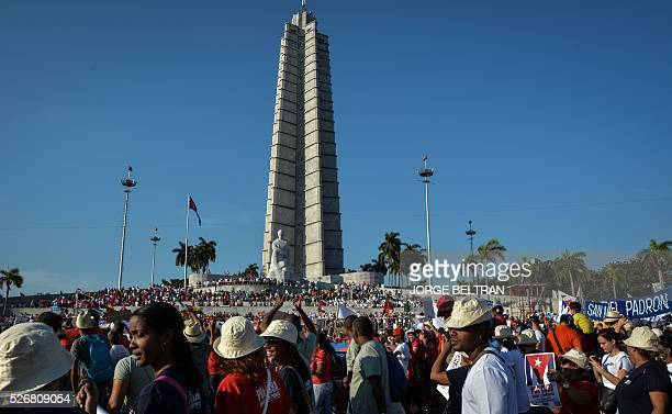 Cubans march during the May Day parade at Revolution Square in Havana on May 1 2016 / AFP / JORGE BELTRAN