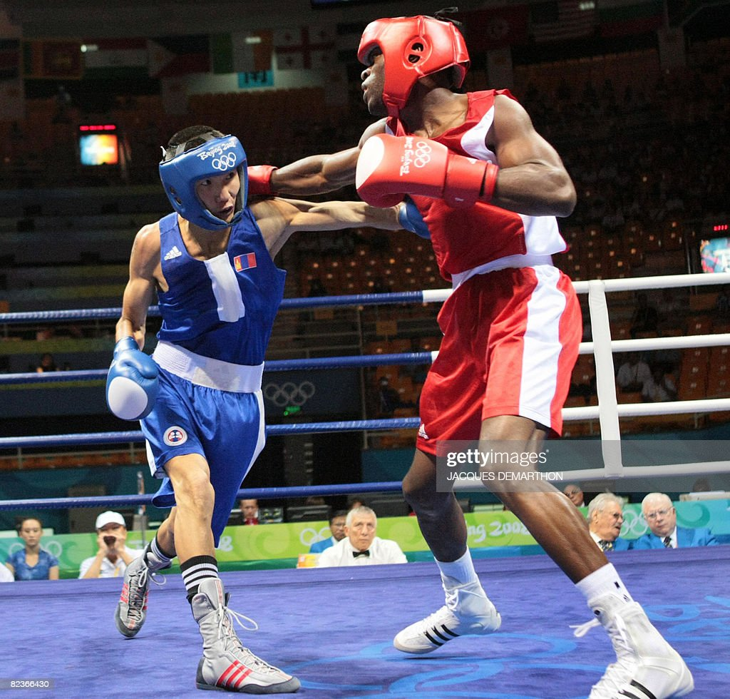 Cuba's Idel Torriente (R) fights against Mongolia's Zorigtbaatar Enhkhzorig during their 2008 Olympic Games Featherweight (57 kg) boxing bout on August 15, 2008 in Beijing.