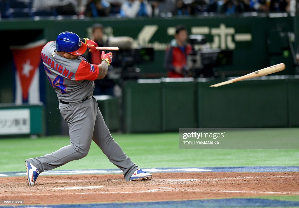 Cuba's left fielder Alfredo Despaigne bat breaks as he hits a single in the top of the eighth inning during the World Baseball Classic Pool E second round match between Cuba and Japan at Tokyo Dome in Tokyo on March 14, 2017. /