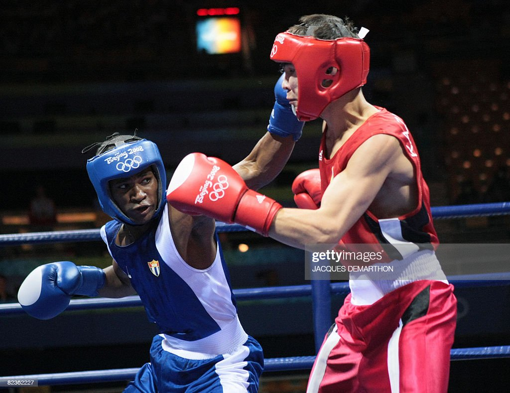 Cuba's Yankiel Leon Alarcon (L) fights against Kazakhstan's Kanat Abutalipov during their 2008 Olympic Games Bantamweight (54 kg) boxing bout on August 15, 2008 in Beijing.