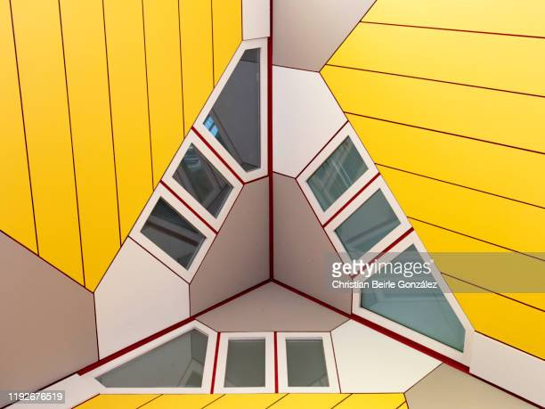 cube houses (kubuswoning), blaak heights - rotterdam, netherland - christian beirle stock pictures, royalty-free photos & images