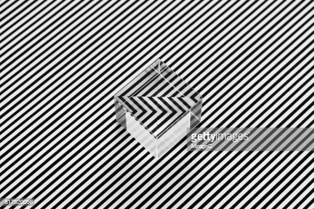 cube prism on black and white stripes illusion - listrado - fotografias e filmes do acervo
