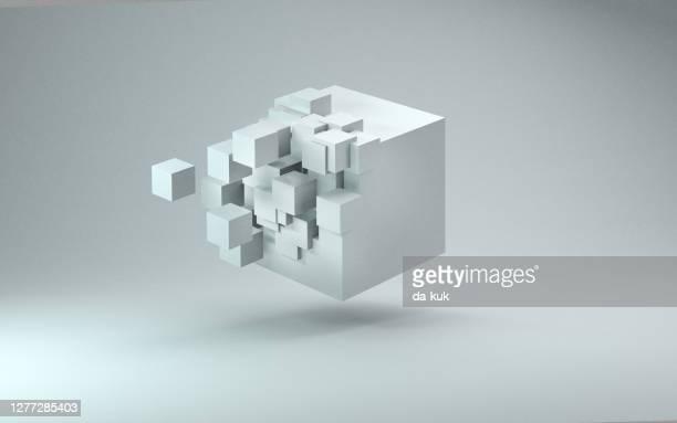 rendering cubo 3d su sfondo grigio chiaro - tridimensionale foto e immagini stock