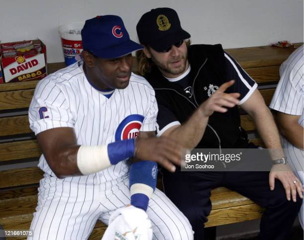 Cubs' Sammy Sosa and actor Russell Crowe talk during pregame at Wrigley Field.