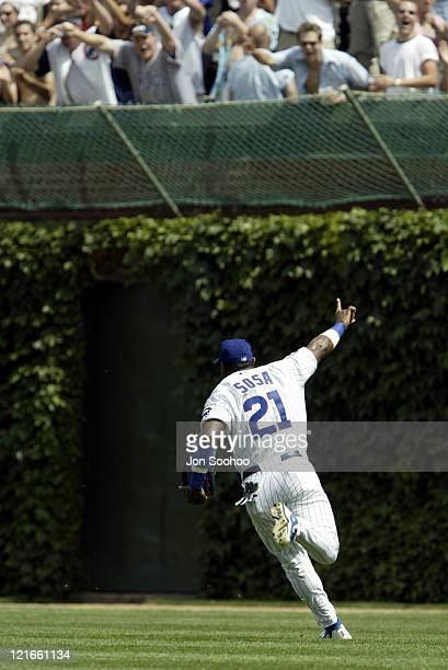 Cubs Sammy Sosa takes the field in the first waving to crowd. During the Chicago Cubs vs. Los Angeles Dodgers - August 16 Los aNGELES WON 10 - 5