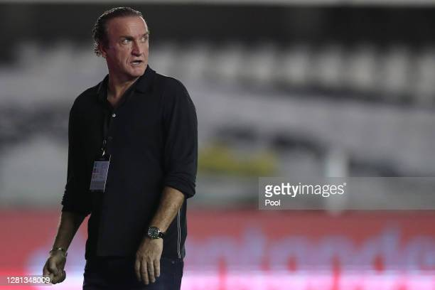 Cuca coach of Santos gestures as he walks off the field in the half-time of a Group G match of Copa CONMEBOL Libertadores 2020 between Santos and...