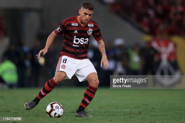 Cuellar of Flamengo controls the ball during a match between Flamengo and Penarol as part of Copa CONMEBOL Libertadores 2019 at Maracana Stadium on...