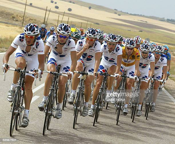 La Francaise des Jeux's cyclists ride during the fifth stage of the tour of Spain from Alcazar de San Juan to Cuenca 31 August 2005 Norwegian Thor...