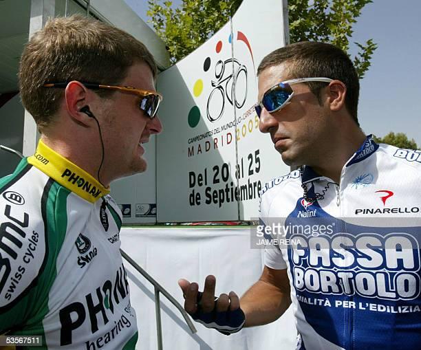 US Floyd Landis of Phonak Team speaks with Spanish Jose Antonio Flecha of Fassa Bortolo Team before the start of the fifth stage of the tour of Spain...