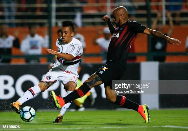 Cueva of Sao Paulo and Jonathan of Atletico PR in action during the match between Sao Paulo v Atletico PR for the Brasileirao Series A 2017 at...