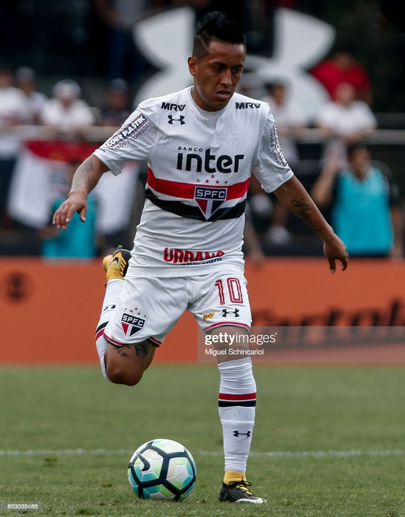Cueva of Sao Paulo conducts the ball during the match between Sao Paulo and Corinthians for the Brasileirao Series A 2017 at Morumbi Stadium on September 24, 2017 in Sao Paulo, Brazil.