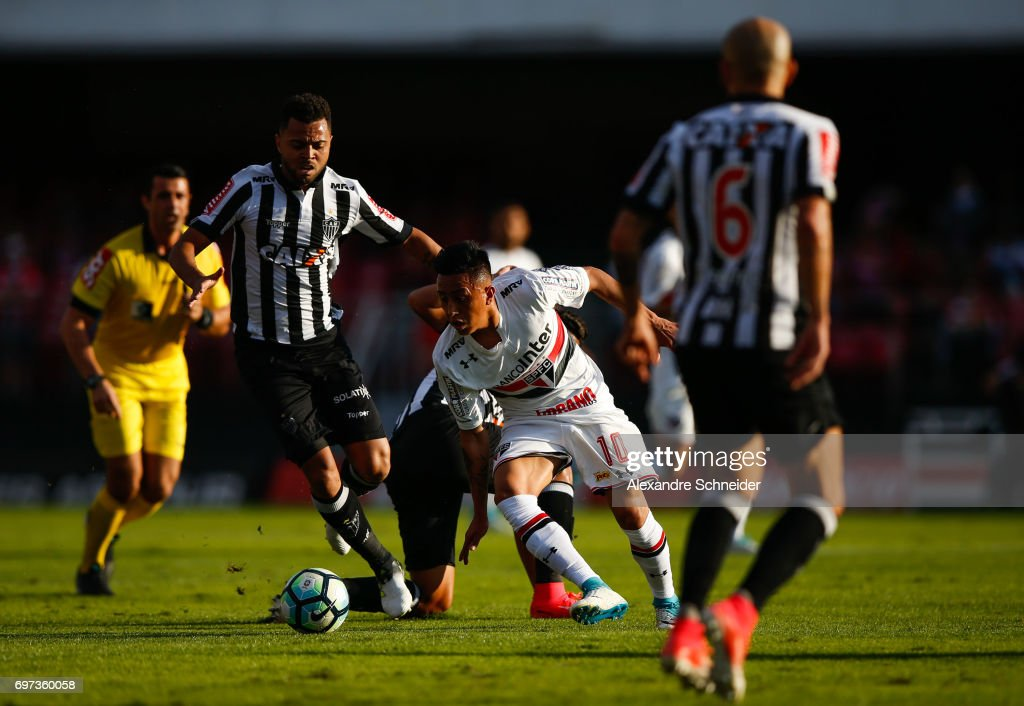 Cueva #10 of Sao Paulo in action during the match between Sao Paulo and Atletico MG for the Brasileirao Series A 2017 at Morumbi Stadium on June 18, 2017 in Sao Paulo, Brazil.