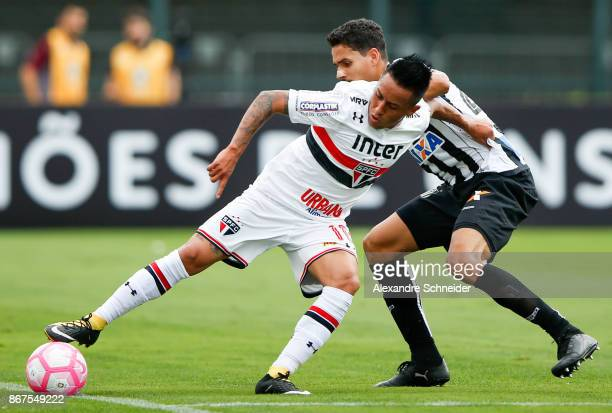 Cueva of Sao Paulo in action during the match between Sao Paulo and Santos for the Brasileirao Series A 2017 at Pacaembu Stadium on October 28 2017...